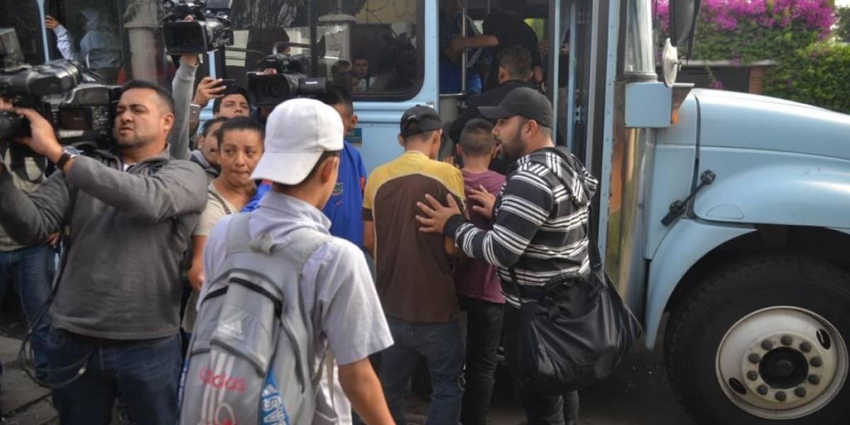 """VIDEO.  Menores que provocaron disturbios en hogar de zona 15 son llevados a """"recrearse"""""""