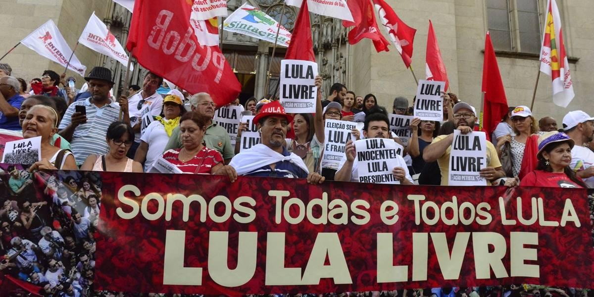 Movimentos sociais e partidos fazem manifestação em SP pela liberdade de Lula