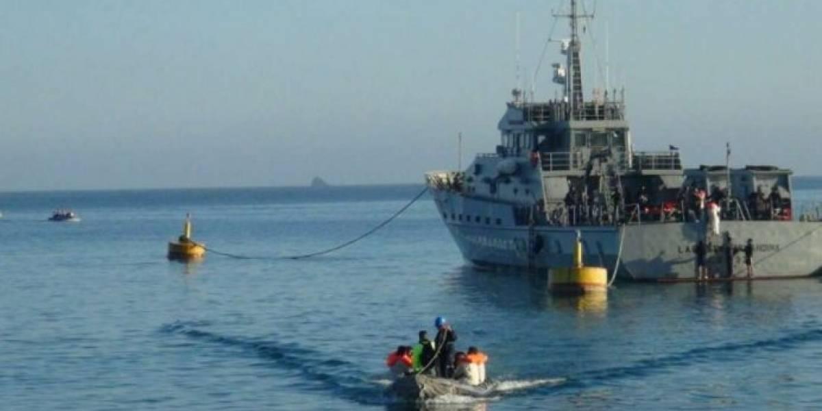 Detienen a 22 ecuatorianos en aguas internacionales