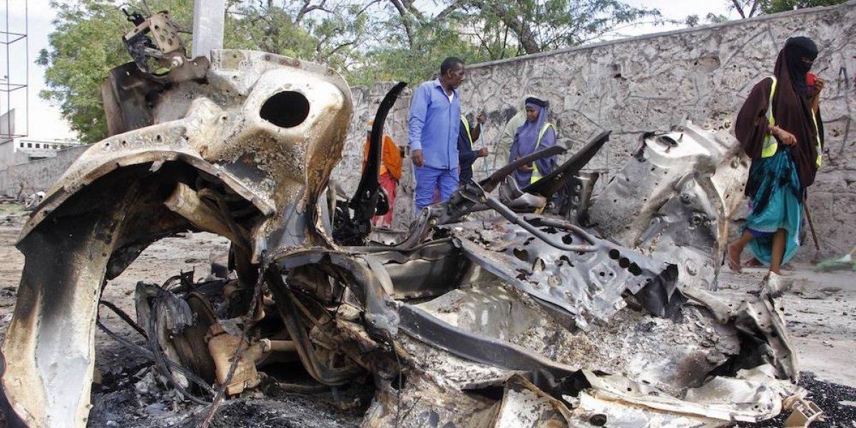 Bomba mata a cinco aficionados en estadio de futbol