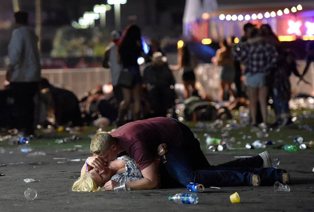 """Massacre in Las Vegas"" de David Becker, ganadora en la categoría Spot News. Crédito: David Becker for Getty Images, World Press Photo via AP"