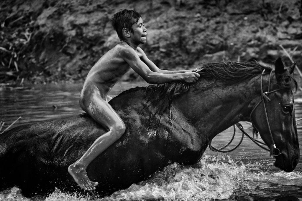 """""""Kid Jockeys"""" de Alain Schroeder, gander del premio en la categoría Sports. Crédito: Alain Schroeder, Reporters, World Press Photo via AP."""
