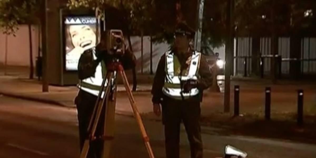 Conductora atropella fatalmente a hombre y se da a la fuga dejando el auto abandonado en Las Condes