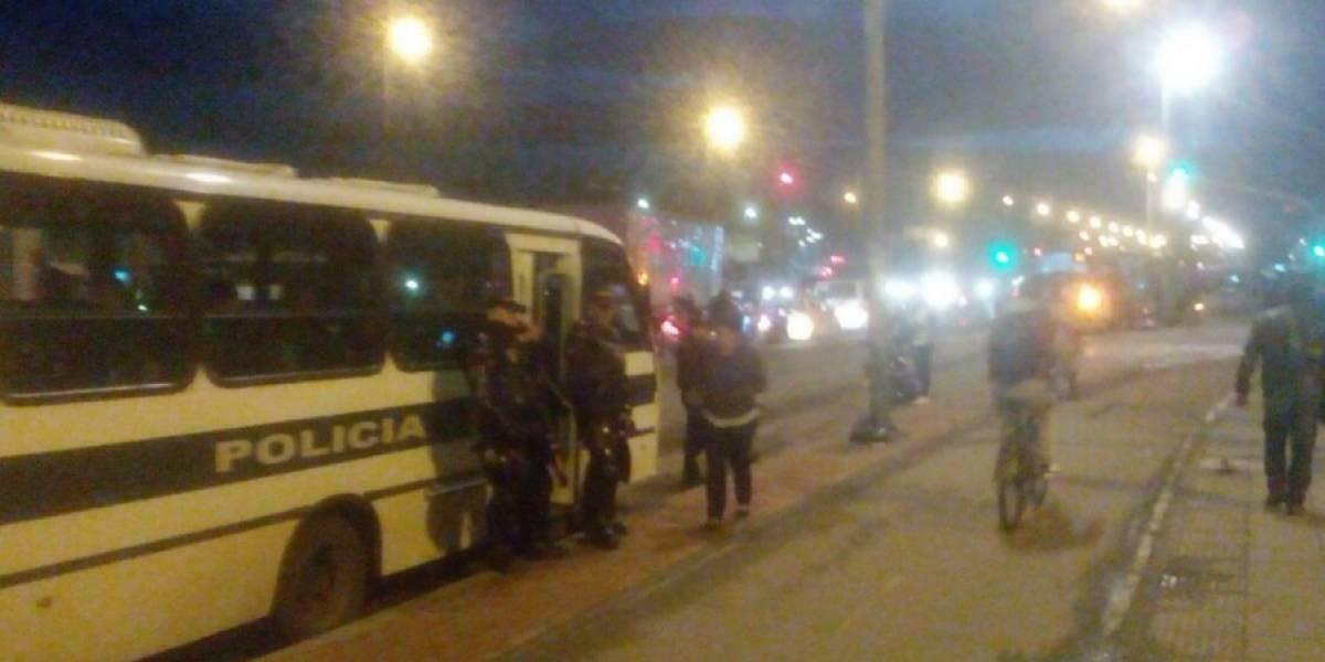 Reportan bloqueos en Portal de Las Américas por enfrentamientos entre Esmad y conductores de transporte pirata