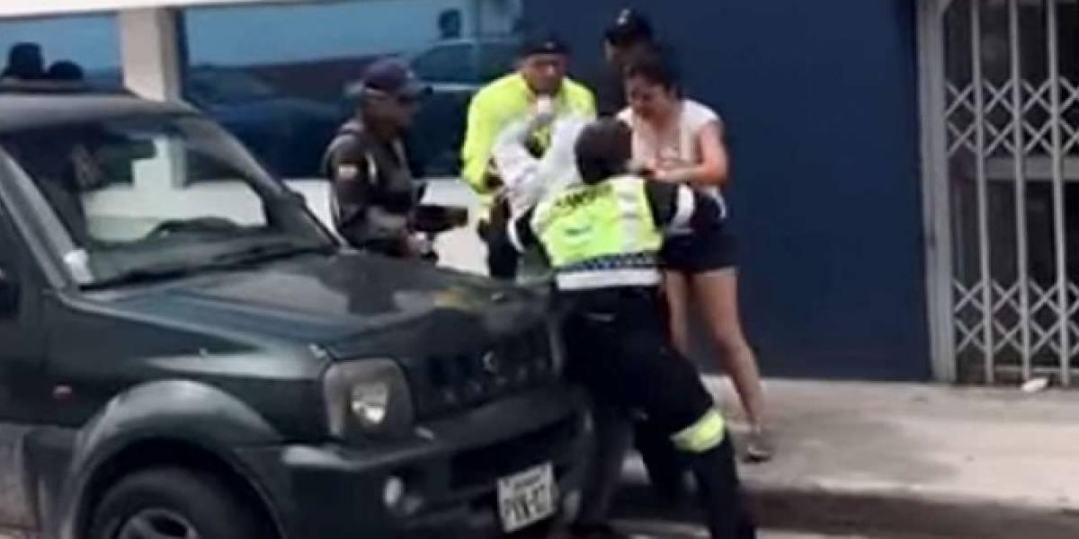 Ibarra: Mujer que agredió a un agente de tránsito deberá ofrecerle disculpas públicas