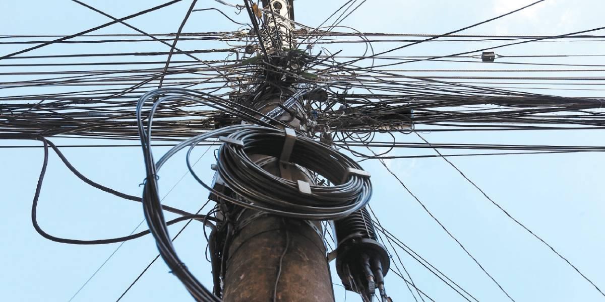 Empresas de telefonia têm 90 dias para organizar fios em postes de São Paulo