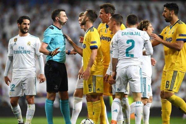 Miralem Pjanic no aguantó el cobro del árbitro / imagen: Getty Images