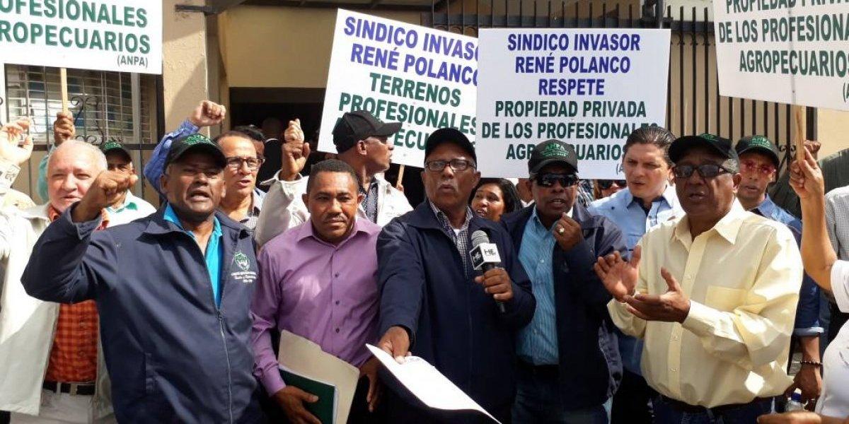 Gremios agropecuarios someten alcalde René Polanco por invasión de terrenos