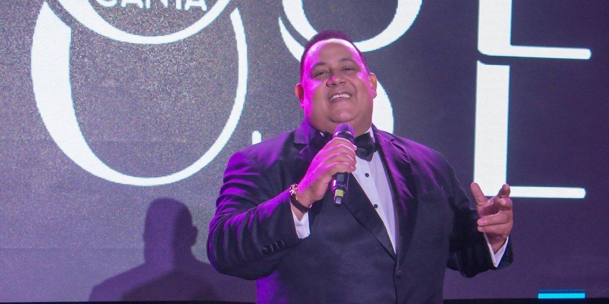 José Virgilio Peña Suazo le canta a José José