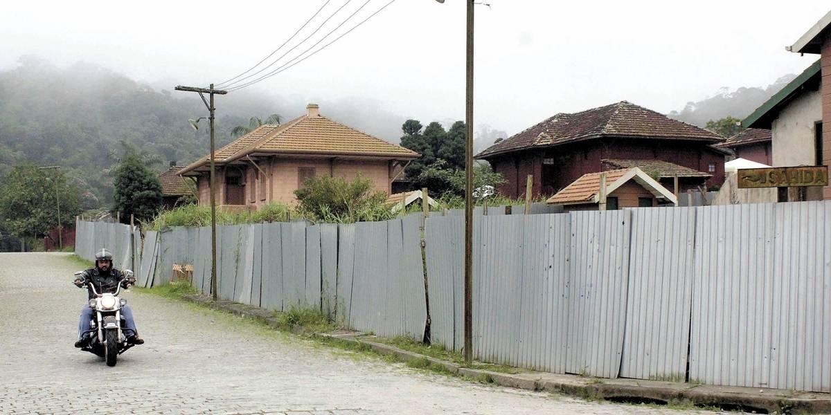 Obras do PAC param e Vila de Paranapiacaba vive dias de ruínas