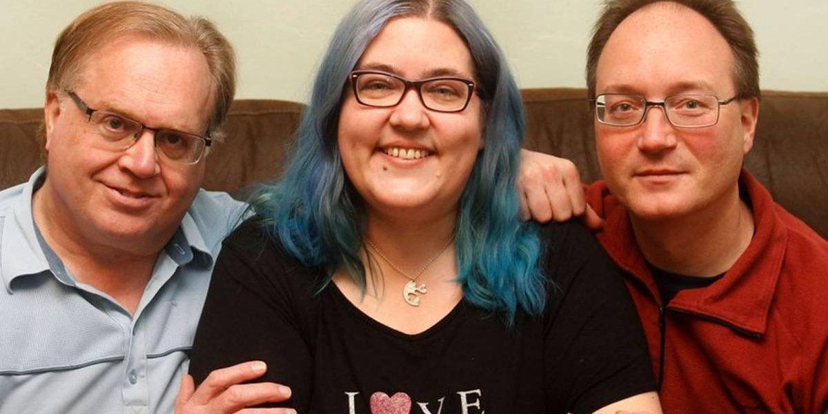 ¡Felices los 5!: Esta mujer vive con su esposo, su prometido y dos novios