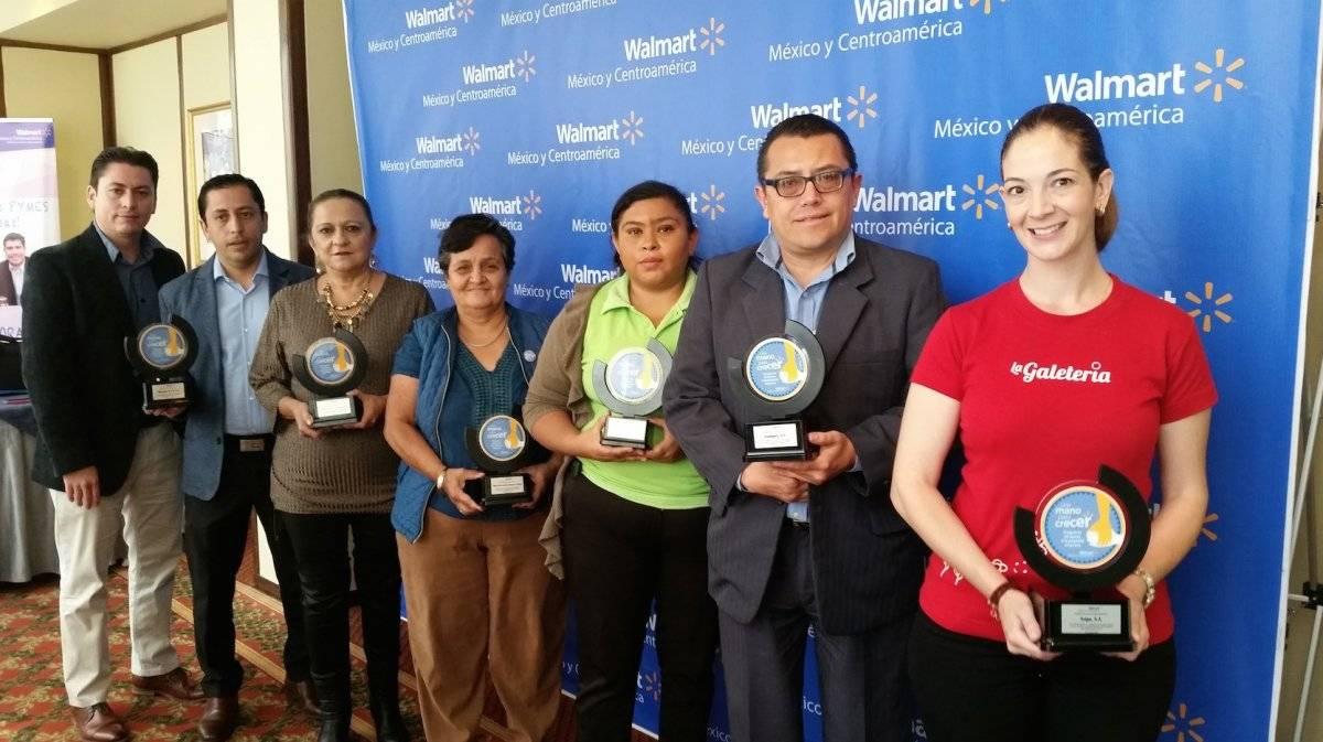 Pequeños y medianos empresarios guatemaltecos que son parte de la iniciativa Adopta una pymes, de Walmart, recibieron reconocimientos. Foto: David Lepe Sosa