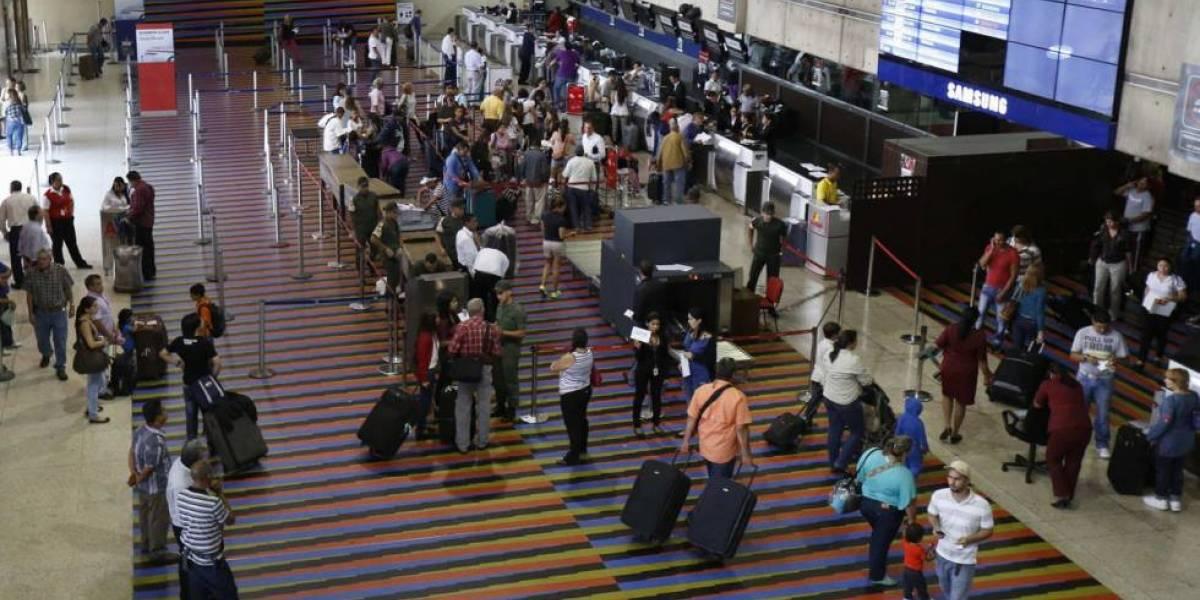 Abuela desata gigantesco caos en aeropuerto tras colocar un peculiar detalle en su equipaje