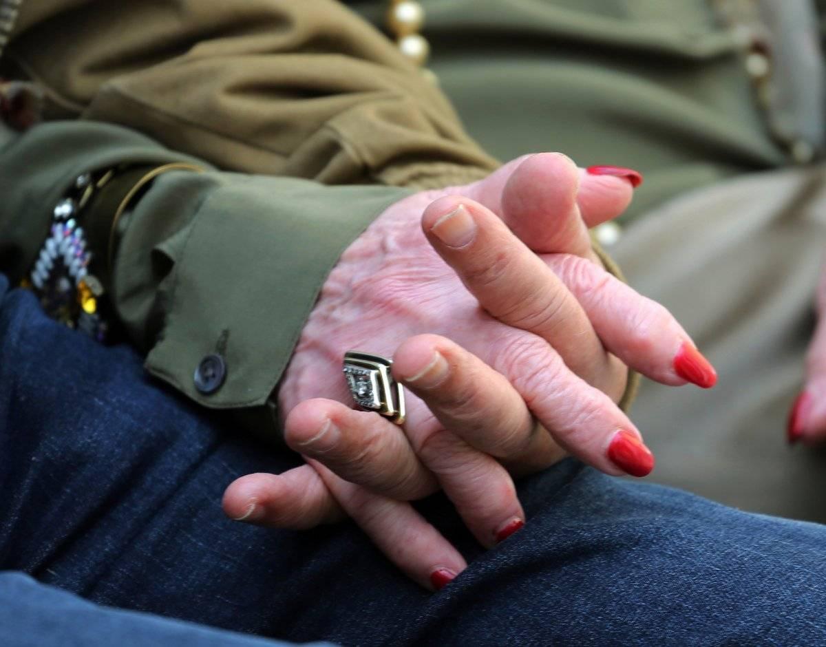 Simon Gronowski y Alice Gerstel Weit conversan en el Museo del Holocausto de Los Ángeles el 11 de abril del 2018, un día después de reencontrarse tras 76 años sin sabeR el uno del otro. Ambos eran amigos de infancia y se separaron cuando sus familias judí