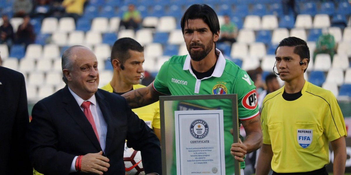 Washington Sebastián Abreu, un rockstar futbolístico de récord que terminó dando selfies a los brasileños