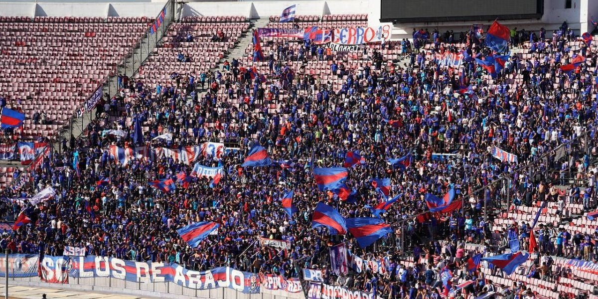 Así vivimos el tradicional banderazo de la U y la conferencia de prensa de Hoyos previo al Superclásico