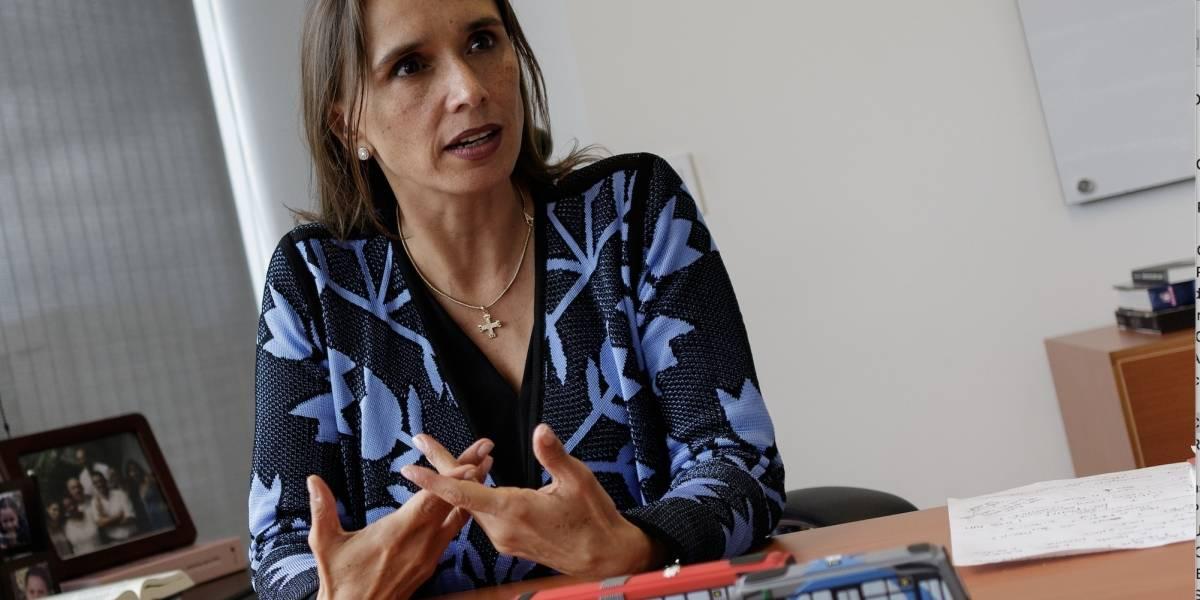 """""""Vamos a pasar de tecnologías Euro II y Euro III a un estándar Euro V"""": María Consuelo Araújo, gerente de TransMilenio,"""