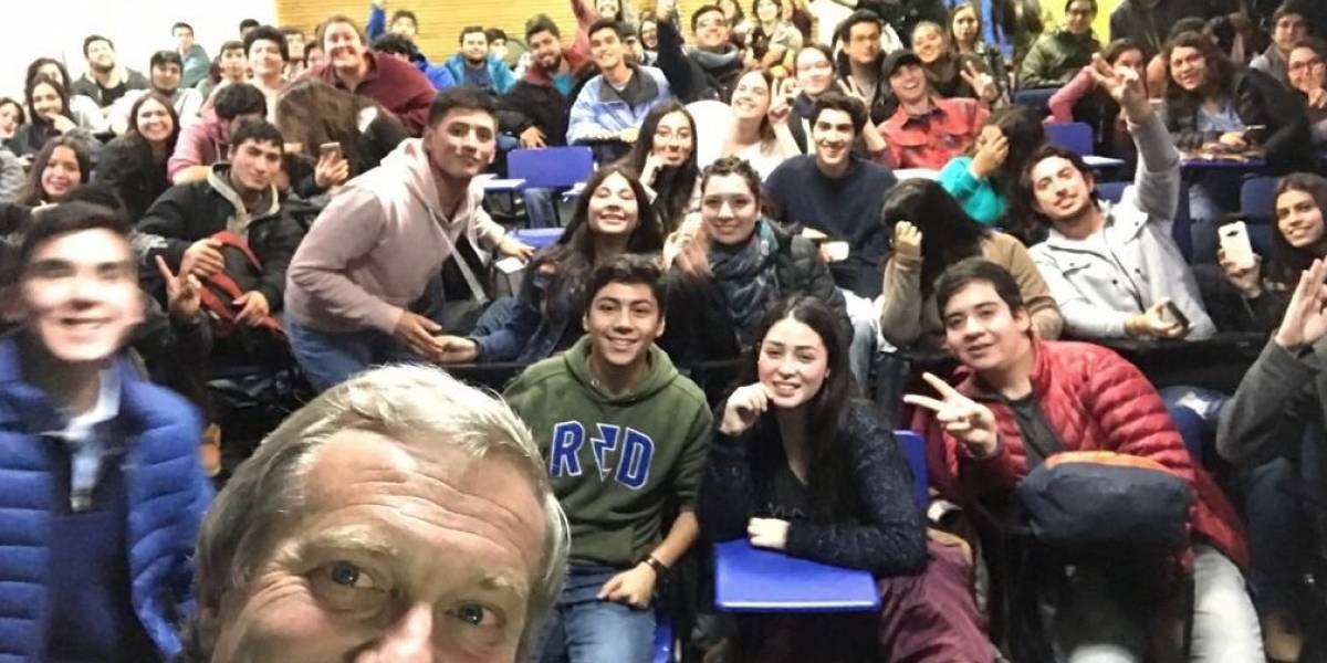 Los detalles en la selfie de José Antonio Kast durante actividad en la U. Católica de Temuco que desataron las burlas en Twitter