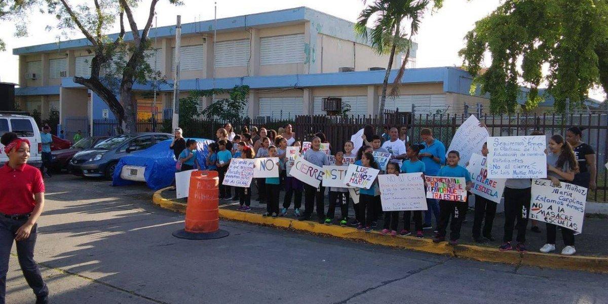 Más protestas en escuelas por decisión de Educación