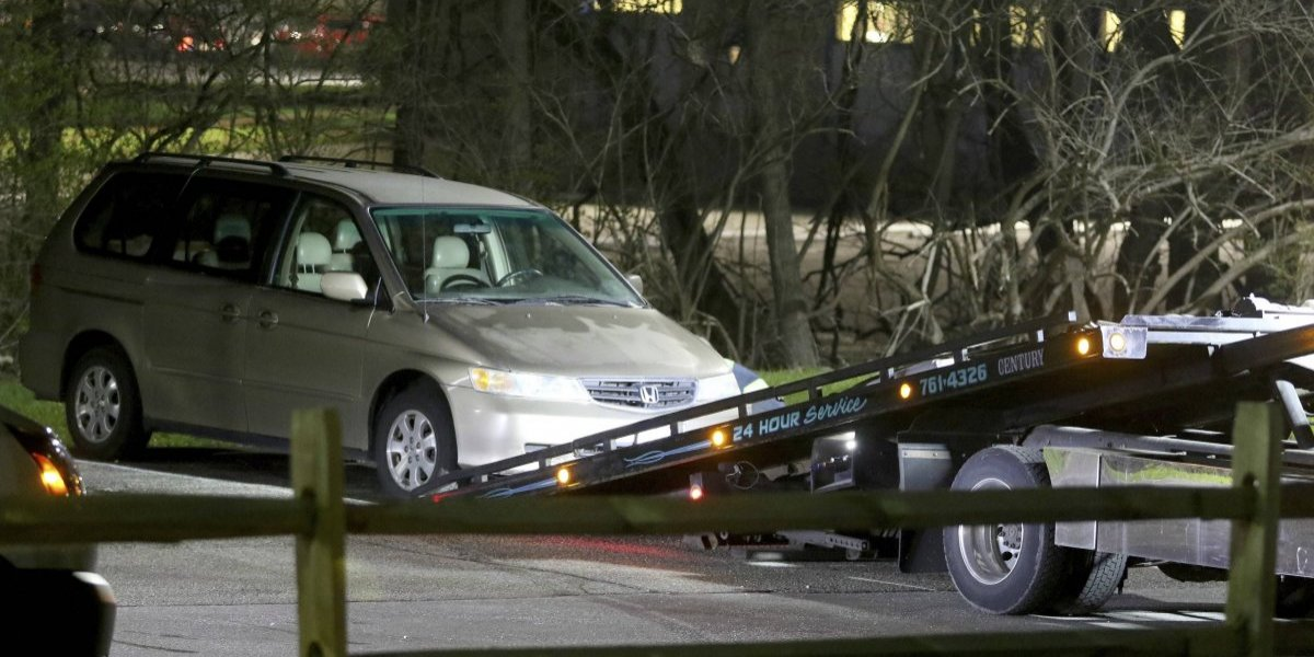 La desesperada petición de un joven de 16 años a la operadora del 911 minutos antes de morir asfixiado tras ser atrapado por un asiento de una minivan