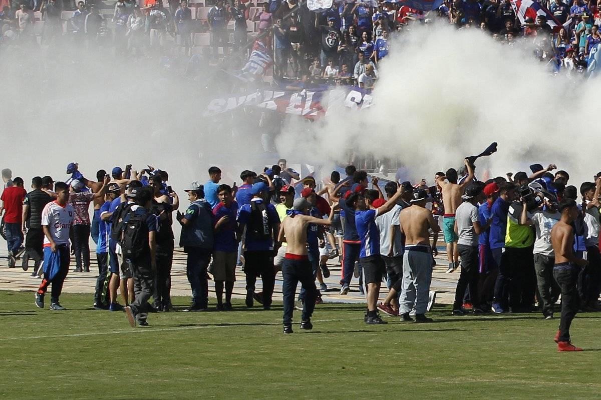 Los hinchas ingresaron a la cancha del Nacional / imagen: Photosport