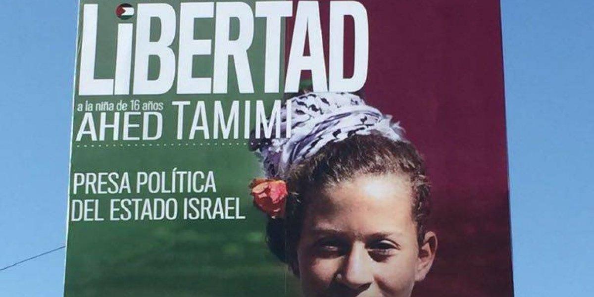 Ahed Tamimi: adolescente palestina detenida por agredir a soldado israelí  se toma las calles de Santiago