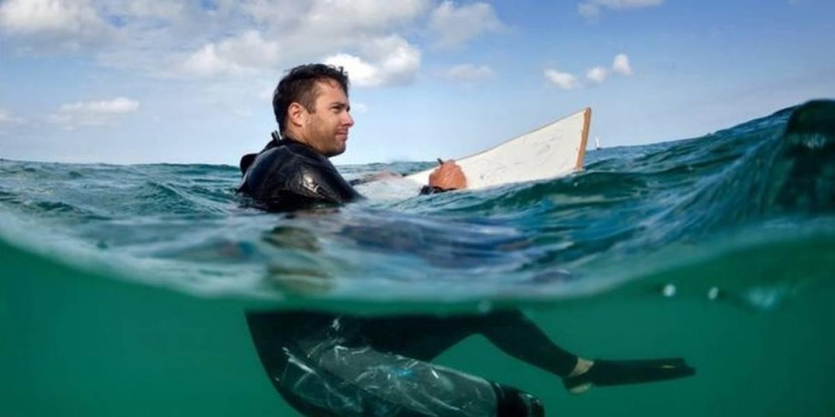 O pintor que cria suas obras dentro do oceano
