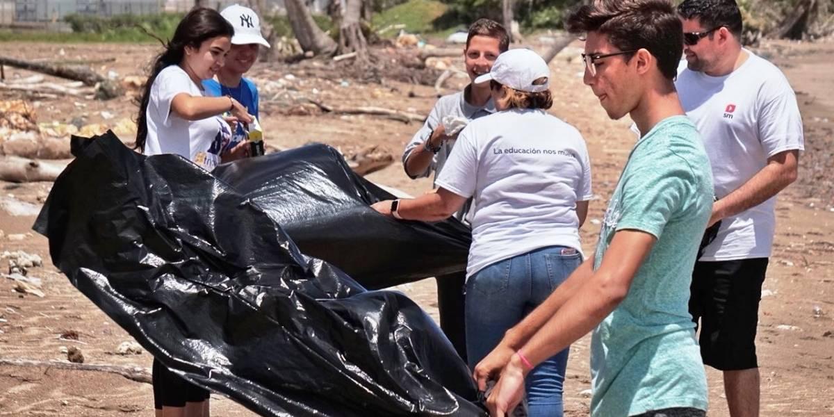 Estudiantes limpian playas de Cataño