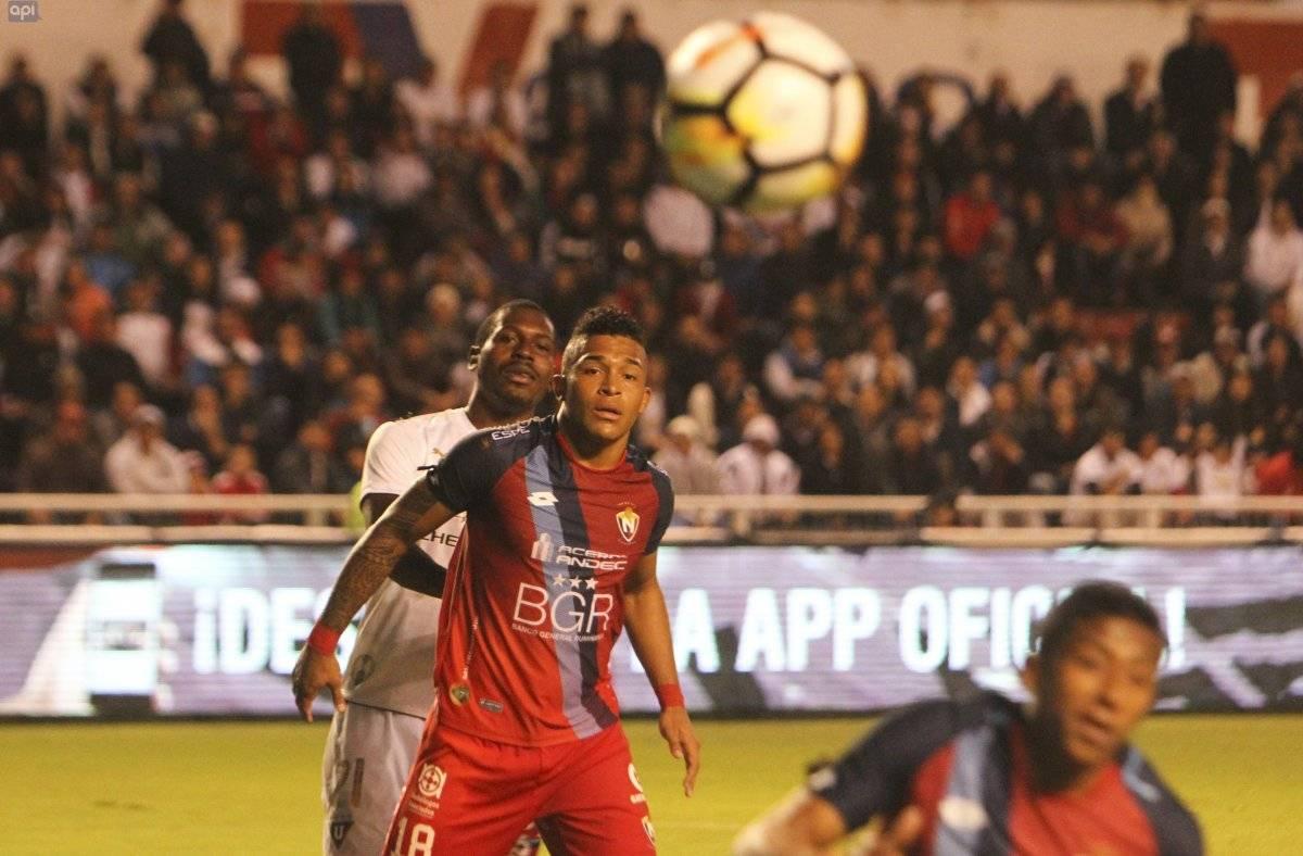 Partido Liga vs Nacional desde el estadio Rodrigo Paz Delgad