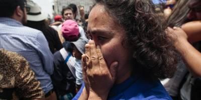 Momentos en el que equipo de El Comercio recibe la fatal noticia por parte de Lenín Moreno en la Plaza Grande