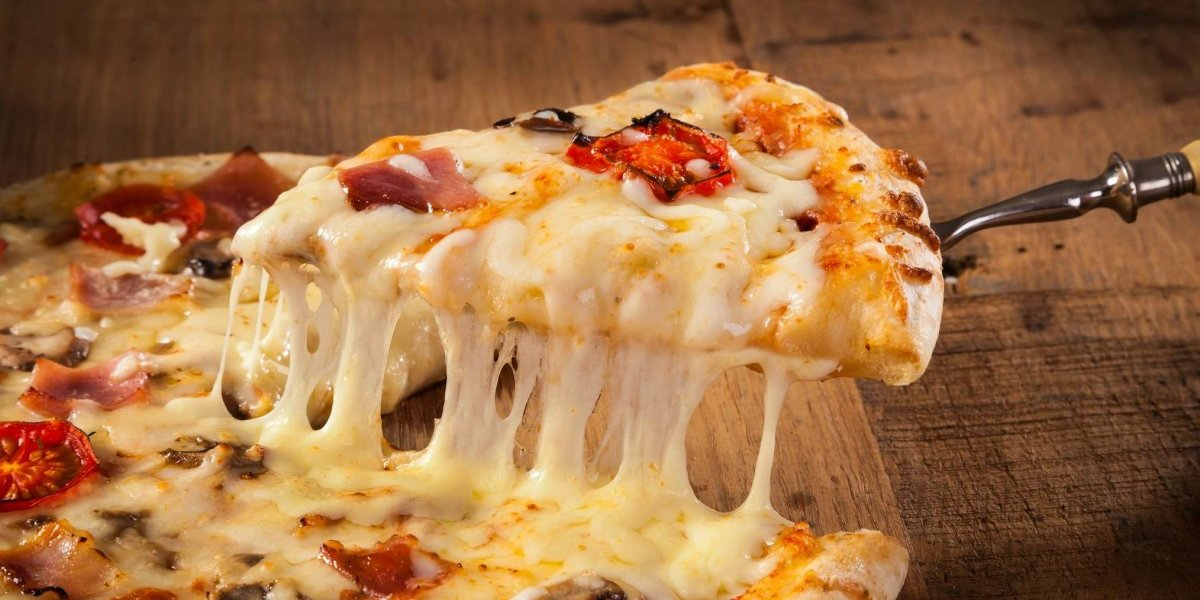 Que pasen la pizza, el Barros Luco y la lasaña: estudio asegura que comer queso ayuda a los hombres a combatir la osteoporosis