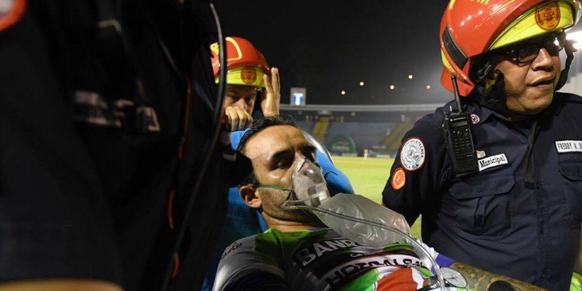 """VIDEO. Terrible momento en que """"el Moyo"""" Contreras convulsiona en la cancha"""