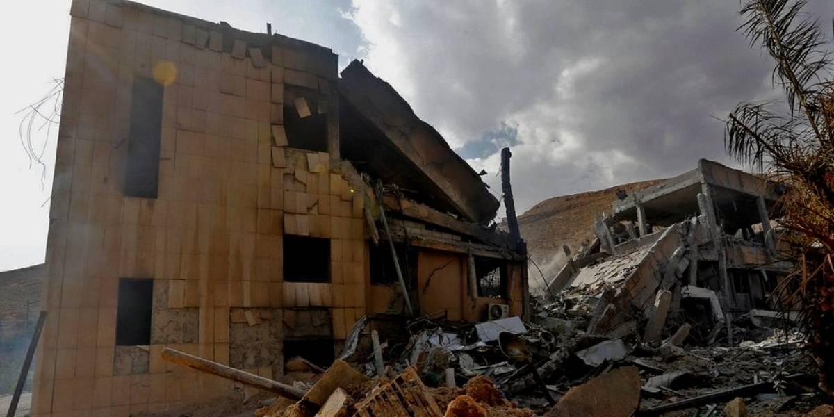"""Cuáles son los 3 """"objetivos precisos"""" que atacaron Estados Unidos, Francia y Reino Unido en Siria y por qué los eligieron"""