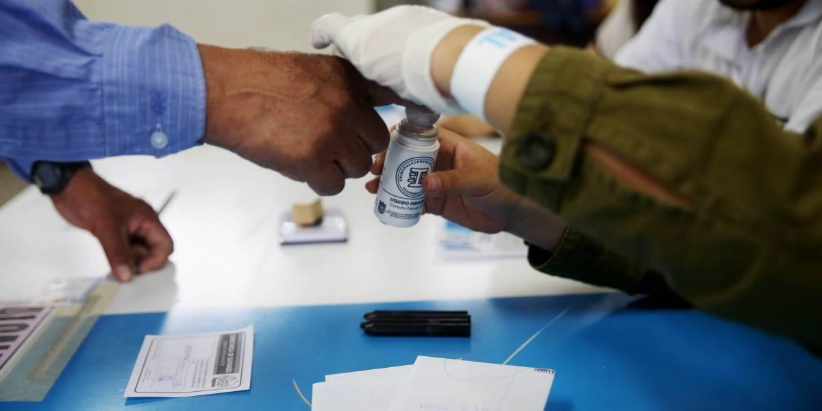 Uribe vota por Iván Duque para presidente de Colombia