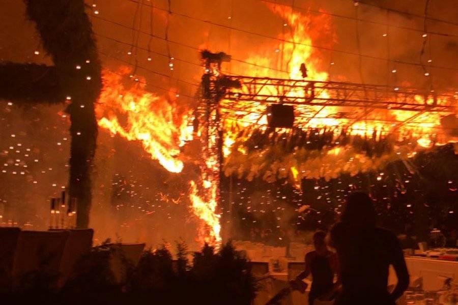 Mientras los novios bailan el vals el salón se prende fuego