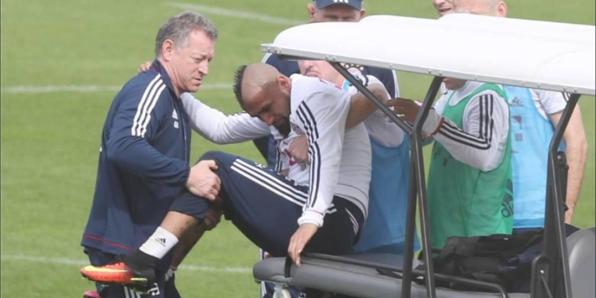 Preocupación en Alemania: Vidal sufrió otra lesión a la rodilla y fue retirado en camilla del entrenamiento del Bayern
