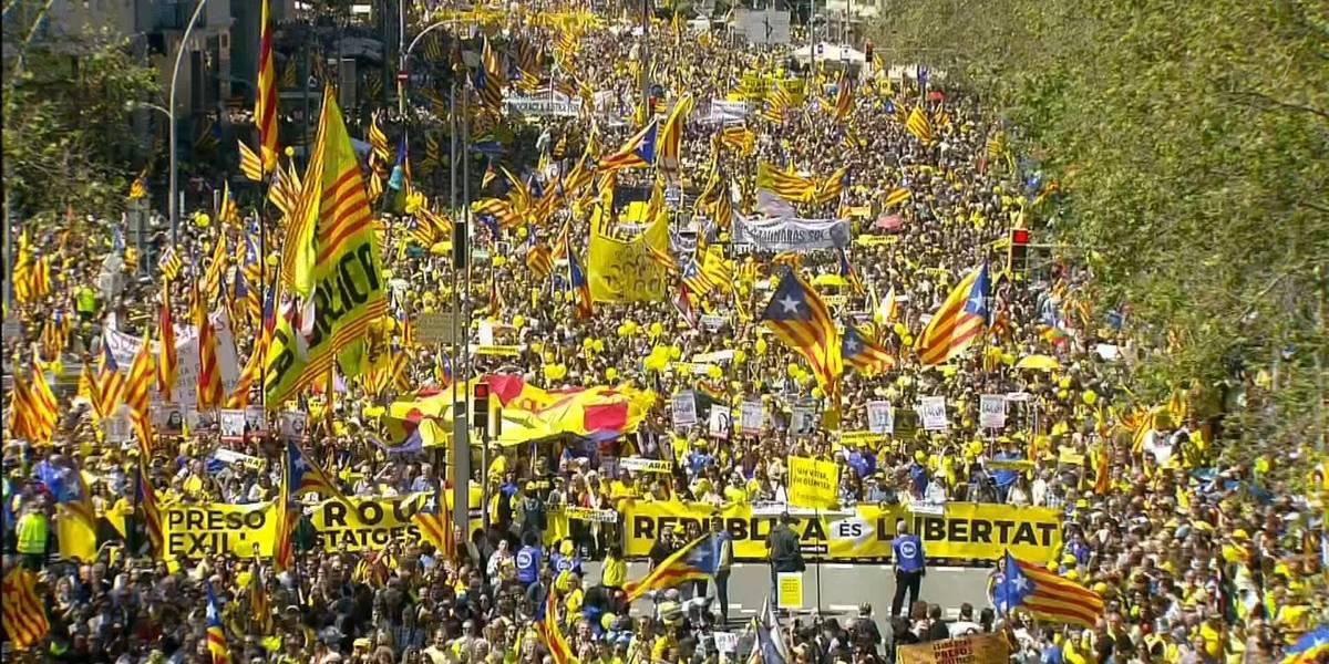 Más de 300 mil personas se manifiestan para pedir libertad de líderes catalanes