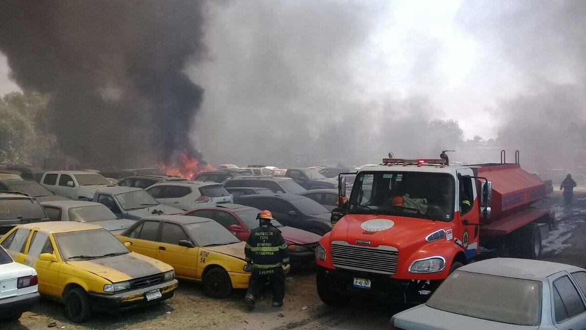 Se incendia predio donde guardaban coches asegurados