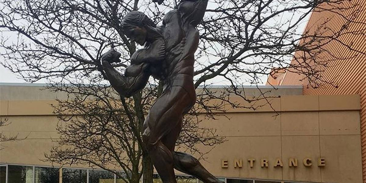 Arnold Schwarzenegger ganha estátua de bronze no Largo da Batata