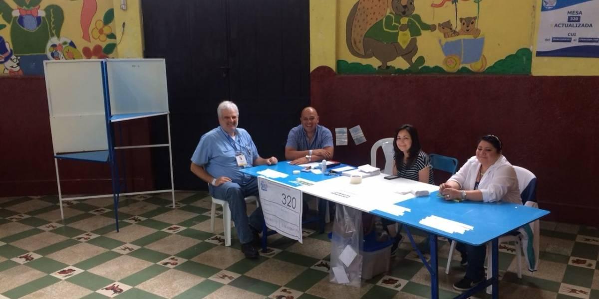 """Centro de Votación en zona 5 da un """"regalo especial"""" a quienes acuden a votar"""