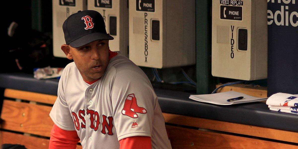 JLo se quita su orgullo por los Yankees para felicitar a Alex Cora y los Red Sox