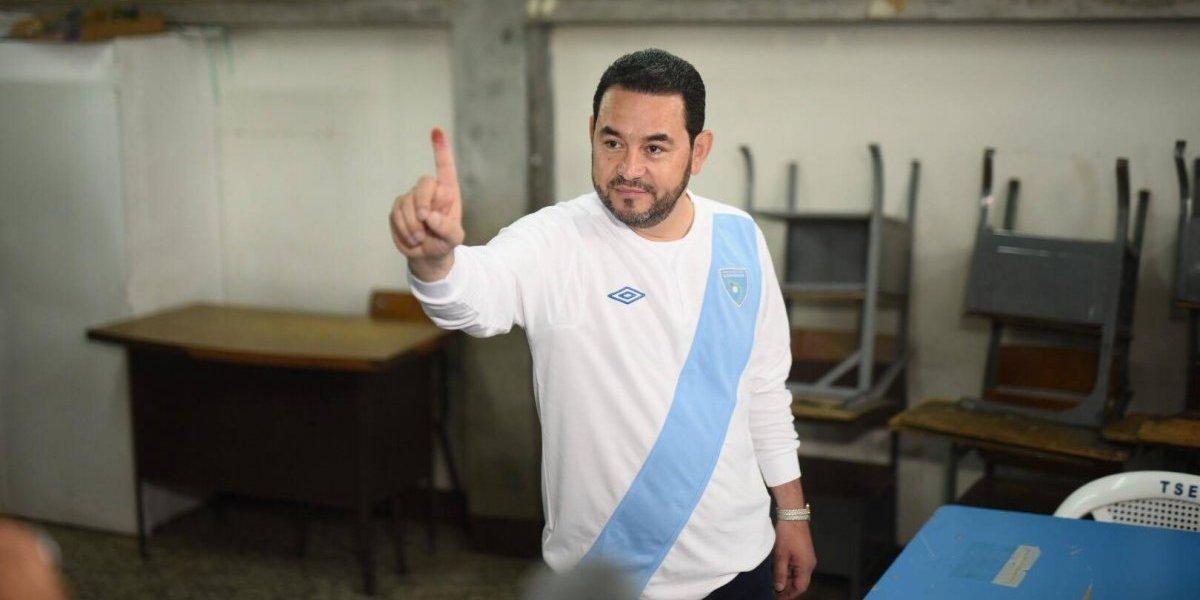 Presidente Jimmy Morales emite su voto en la consulta popular