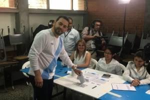 presidente Jimmy Morales vota en consulta popular