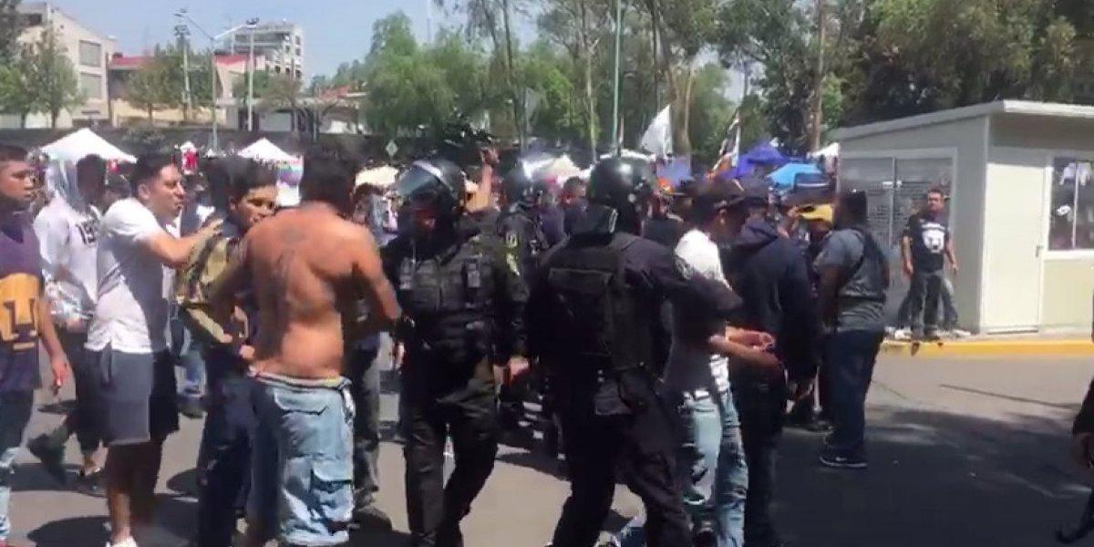 Aficionados agreden a policías en CU