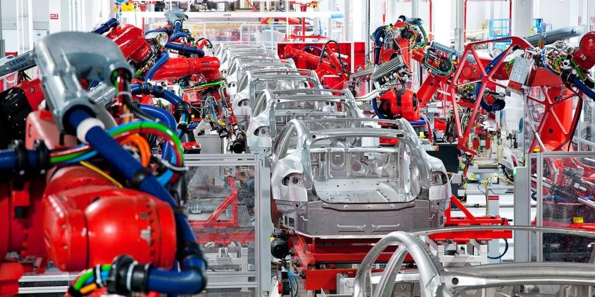 Elon Musk cree que los robots causaron el retraso en la producción del Tesla Model 3