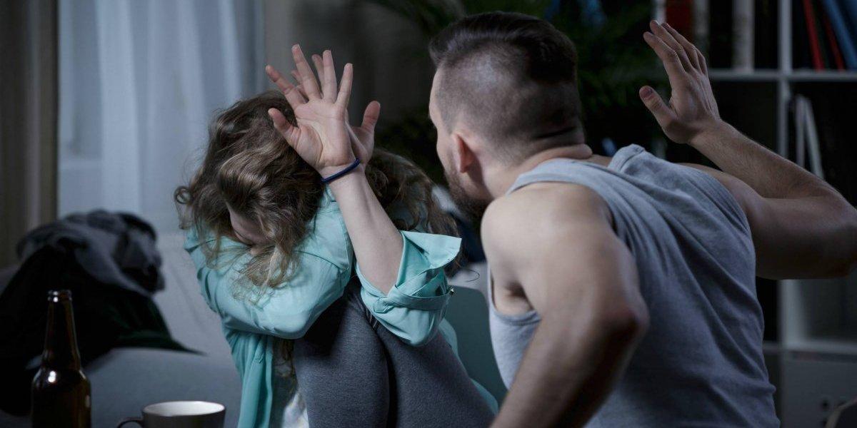 Golpeó y amenazó con matar a su exnovia y ahora tendrá que revelar con quién tiene sexo