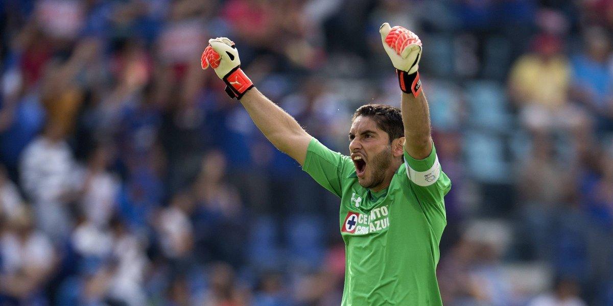 Renueva Jesús Corona contrato con Cruz Azul hasta 2020