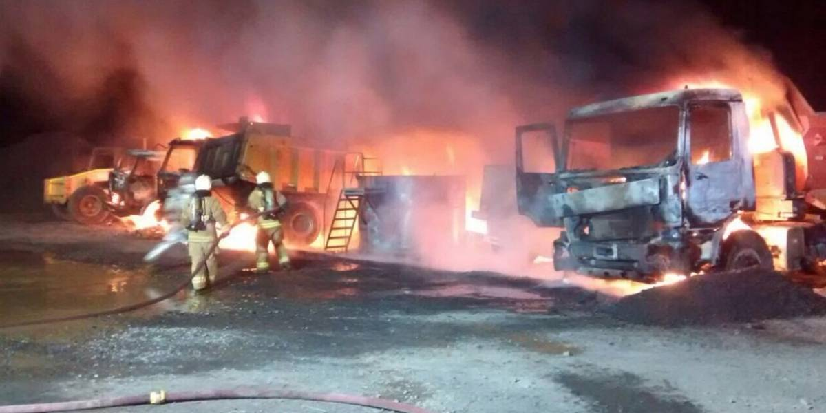 Grupo de encapuchados incendian 16 camiones en la comuna de Vilcún