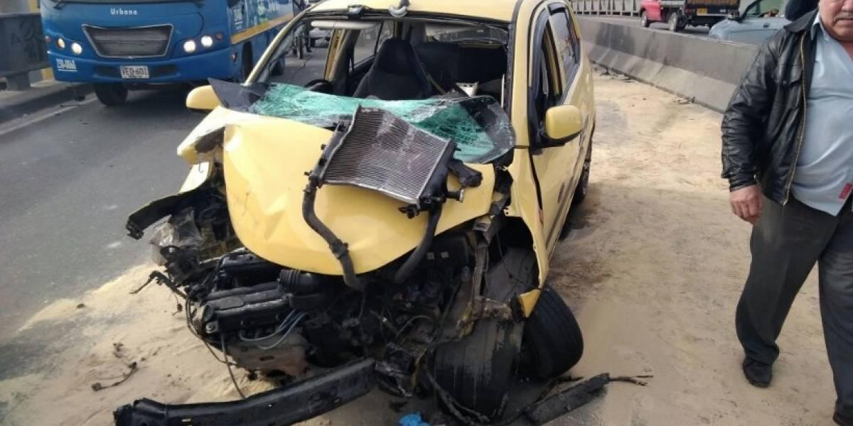 Choque de un taxi contra un puente deja 6 personas heridas en Bogotá