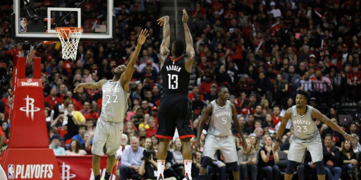 Houston comienza ganando y Cleveland se cae en el inicio de los playoffs de la NBA